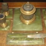 Нефритовый письменный прибор